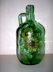Botella de cristal decorada con contorno relieve y window